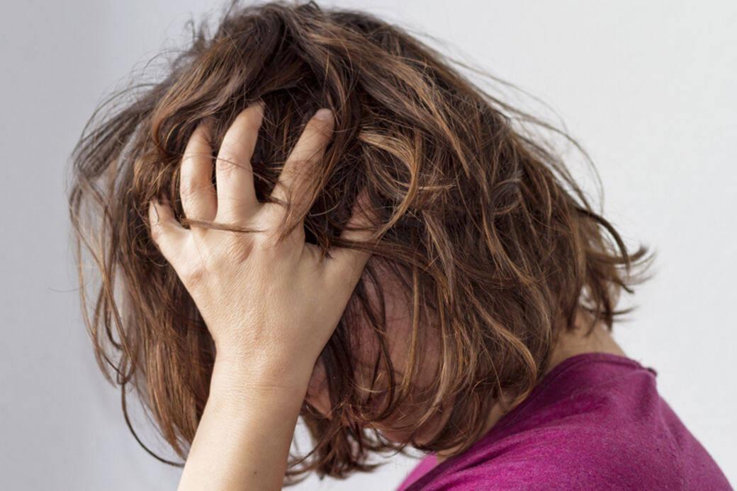 秋天干燥,气血循环变差,血液无法将养分带到头发毛囊,令头发容易出现